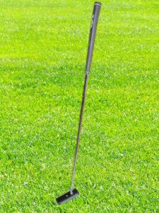石のゴルフパター